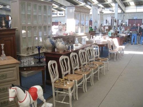 Ciney-Puces---meubles-et-chaises