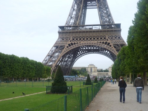 Eiffel_Tower_Bottom