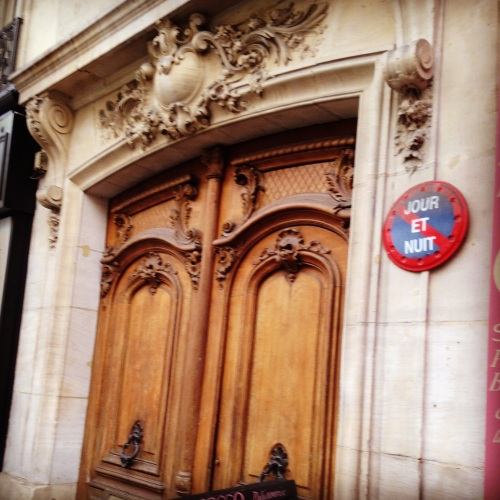 Classic Parisian door.  Note the Nuit et Jour sign.  I LOVE those!!  Some of them even lit up.  I can think of sooo many times I could have used one!